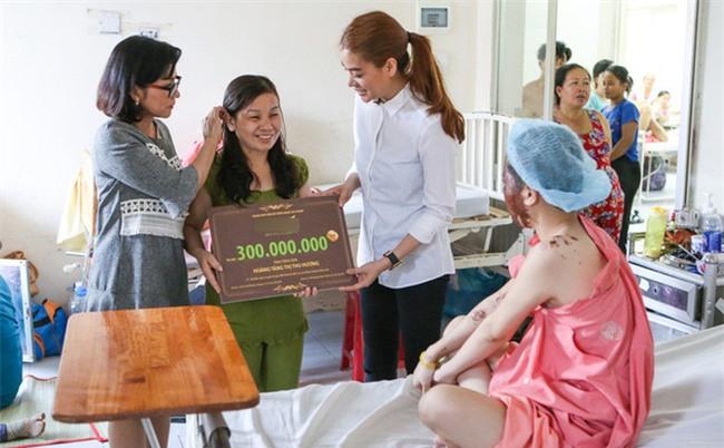 Chỉ là làm từ thiện thôi, sao Việt cũng bị ném đá không thương tiếc-3