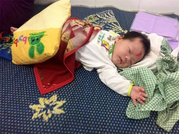 Nghệ An: Người mẹ để con ở ngã ba đường cùng bức thư trong giỏ nhờ nuôi dưỡng - Ảnh 1.