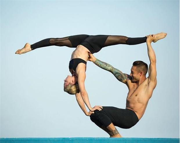 Terry chăm chỉ tập yoga với cô giáo xinh đẹp - Ảnh 5.