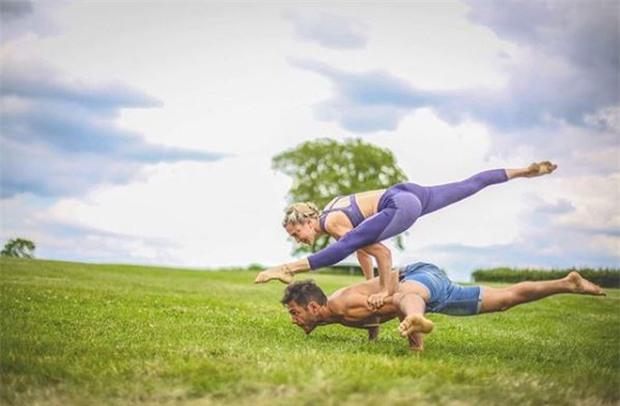Terry chăm chỉ tập yoga với cô giáo xinh đẹp - Ảnh 6.