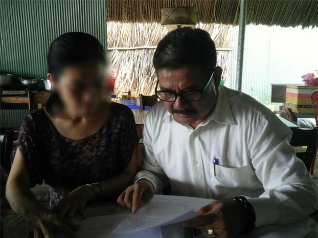Vụ người mẹ nghi bị hiếp dâm 2 lần viết đơn đi tù: Luật sư vào cuộc, chuyển hồ sơ lên VKS tỉnh  - Ảnh 8.