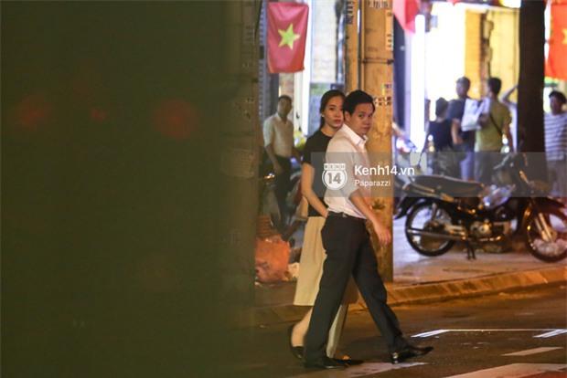 Hoa hậu Thu Thảo xuất hiện tay trong tay tình tứ cùng chồng sắp cưới trên phố sau khi báo hỷ - Ảnh 12.