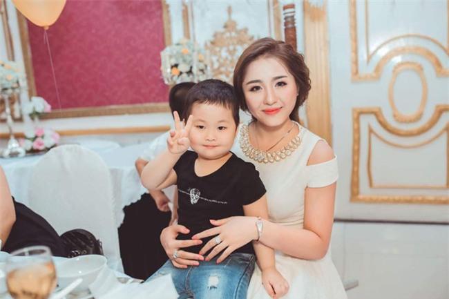 Ghen tị với cuộc sống xa hoa của cô vợ Đà Nẵng được tặng nhẫn kim cương, đi siêu xe 7 tỉ - Ảnh 12.