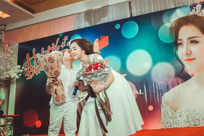 Ghen tị với cuộc sống xa hoa của cô vợ Đà Nẵng được tặng nhẫn kim cương, đi siêu xe 7 tỉ - Ảnh 13.
