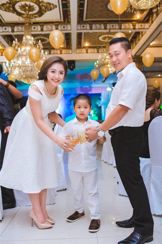Ghen tị với cuộc sống xa hoa của cô vợ Đà Nẵng được tặng nhẫn kim cương, đi siêu xe 7 tỉ - Ảnh 14.