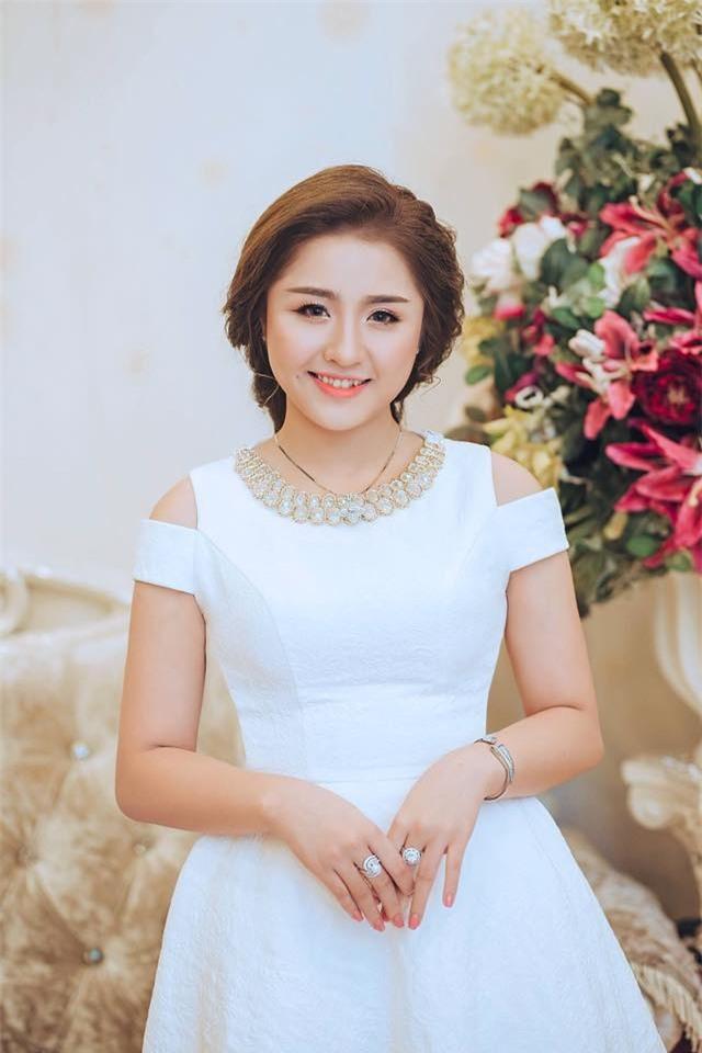 Ghen tị với cuộc sống xa hoa của cô vợ Đà Nẵng được tặng nhẫn kim cương, đi siêu xe 7 tỉ - Ảnh 4.