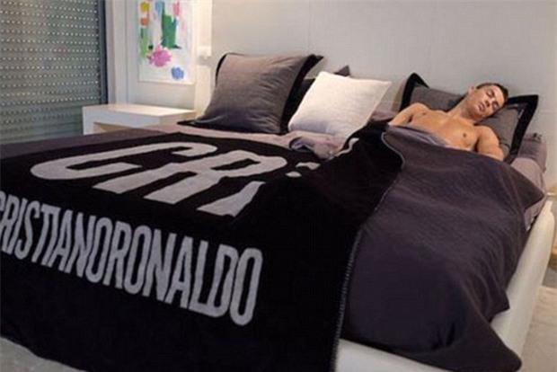 Ronaldo ngủ như thế nào để luôn tràn đầy năng lượng? - Ảnh 2.