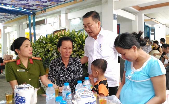"""Mẹ chiến sĩ chữa cháy hi sinh khi đang dập lửa ở Sài Gòn: """"Nó còn chưa kịp đặt tên cho con"""" - Ảnh 14."""