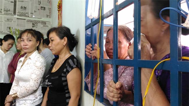"""Mẹ chiến sĩ chữa cháy hi sinh khi đang dập lửa ở Sài Gòn: """"Nó còn chưa kịp đặt tên cho con"""" - Ảnh 3."""