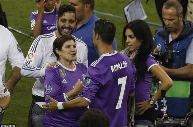 Mẹ Ronaldo không ưa Georgina? - Ảnh 2.