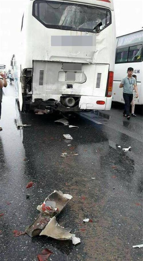 Thái Nguyên: Xe chở công nhân gây tai nạn liên hoàn trên cao tốc - Ảnh 1.