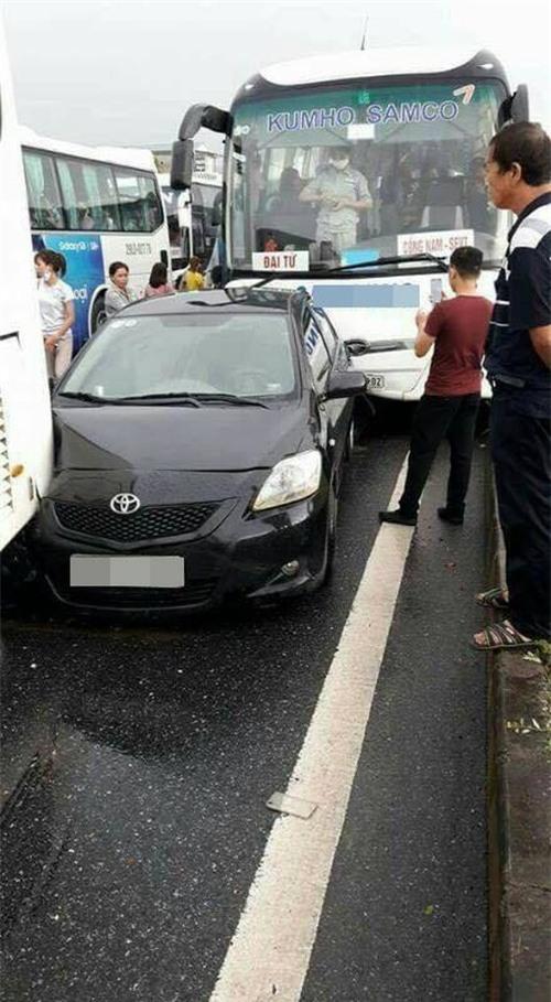 Thái Nguyên: Xe chở công nhân gây tai nạn liên hoàn trên cao tốc - Ảnh 3.