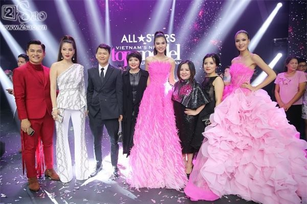 Kim Dung đăng quang Vietnam's Next Top Model 2017 trong niềm sung sướng của... Thùy Dương-3