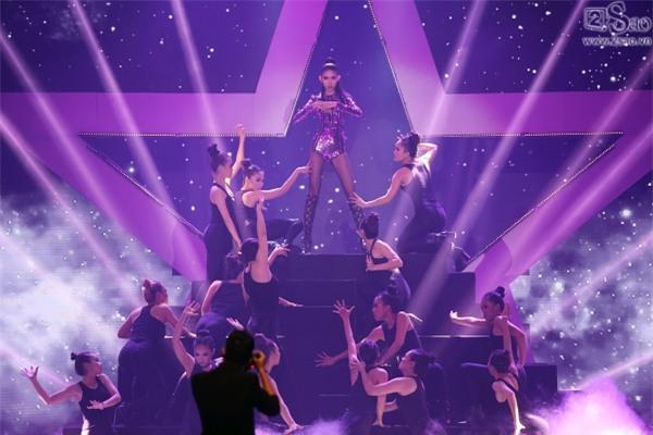 Kim Dung đăng quang Vietnam's Next Top Model 2017 trong niềm sung sướng của... Thùy Dương-8