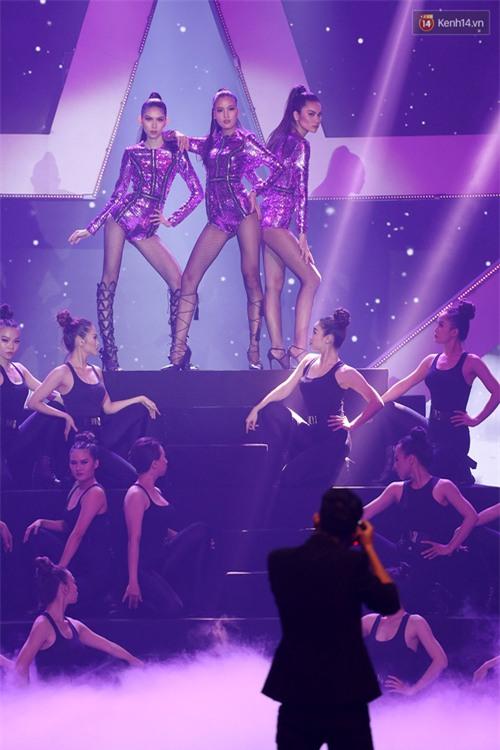 Cả mùa hấp dẫn kết thúc bởi đêm Chung kết đầy sạn, Vietnams Next Top Model đang đùa khán giả à? - Ảnh 2.