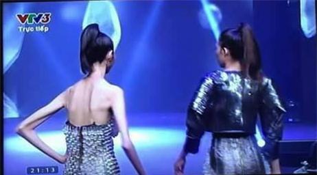 Hình ảnh gây sốc nhất chung kết Next Top, lan truyền mạnh hơn cả thời khắc Kim Dung đăng quang - Ảnh 3.