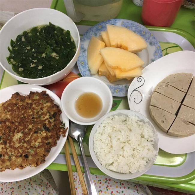 Chị em gái như trái cau non, cô em sướng nhất vịnh Bắc Bộ được chị gái nấu cho cơm ở cữ ngon phát thèm - Ảnh 4.