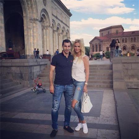 """Henrikh Mkhitaryan có một """"tình bạn"""" đặc biệt với cựu Hoa hậu Nga"""