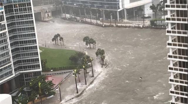 Siêu bão Irma đổ bộ vào Miami ngày 10/9 (Ảnh: RT)