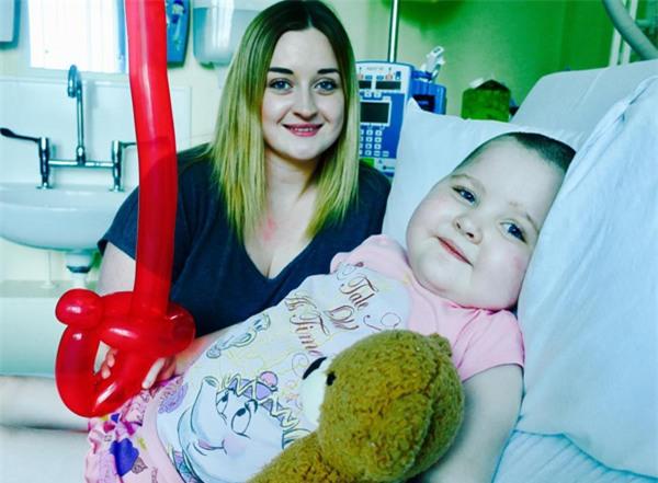 Bé gái 5 tuổi mắc bệnh lạ, có thể mất mạng bất cứ lúc nào nếu vận động mạnh - Ảnh 1.