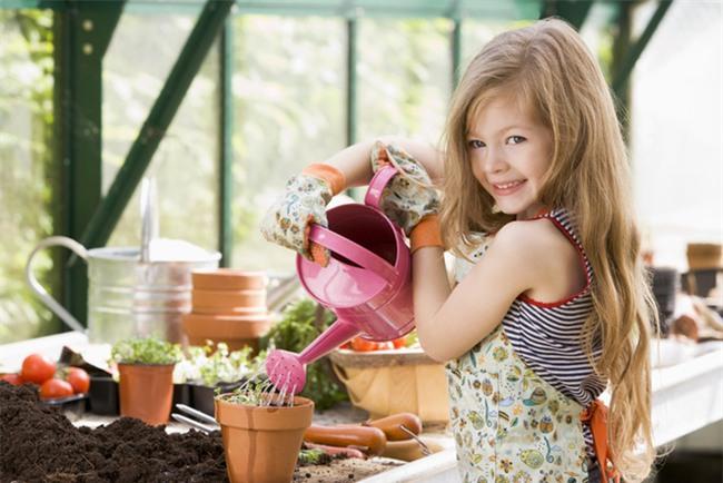 Con gái 2 tuổi đã làm việc nhà thành thạo – bà mẹ này có cách dạy con cực hay - Ảnh 3.