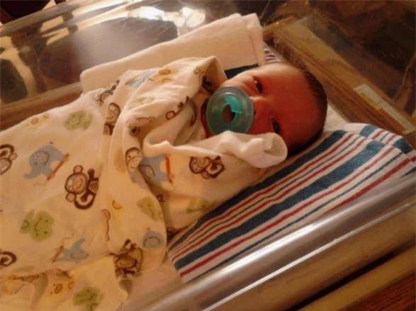 Chờ đợi 12 năm mới có con, người mẹ không ngờ mình vô tình hại chết con 4 ngày tuổi ngay trong bệnh viện - Ảnh 1.