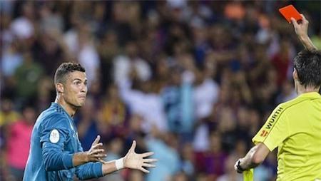 C.Ronaldo vẫn đang phải thụ án treo giò
