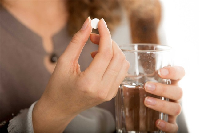 Thói quen uống thuốc hạ sốt kiểu này khiến bạn không thể khỏi bệnh mà còn gây tổn thương gan nặng - Ảnh 4.