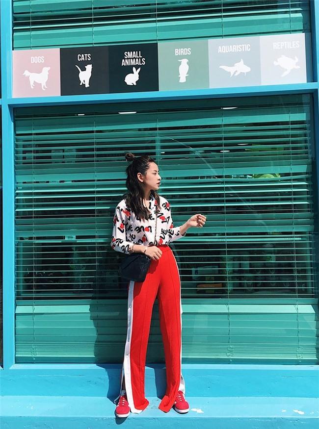 Cứ đen - trắng mà diện, street style của Kỳ Duyên vươn lên top sao mặc đẹp nhất tuần này-4