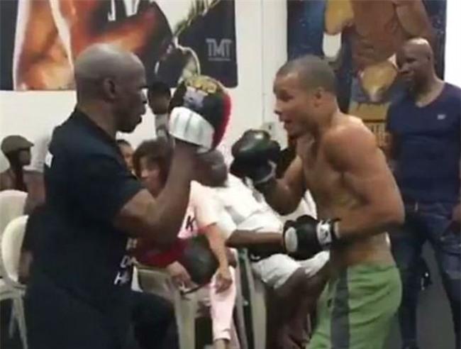 Boxing: Độc cô cầu bại Floyd Mayweather giải nghệ, làm thầy dạy võ? - Ảnh 2.