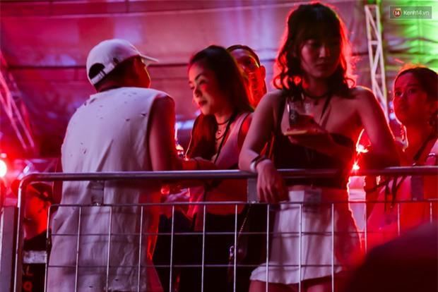 Tăng Thanh Hà xuất hiện trong sự kiện The Chainsmokers, ủng hộ em chồng sau sự cố Ariana hủy show - Ảnh 1.