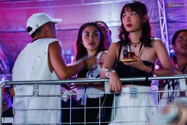 Tăng Thanh Hà xuất hiện trong sự kiện The Chainsmokers, ủng hộ em chồng sau sự cố Ariana hủy show - Ảnh 2.