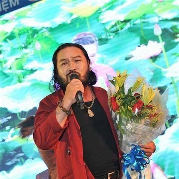 Từ vài năm trước, Lê Quang đã rẽ hướng sang lĩnh vực ca hát tự do và thường xuyên biểu diễn tại các sân khấu hội chợ, sự kiện. Tên tuổi của anh được khán giả miền Tây khá yêu mến. - Tin sao Viet - Tin tuc sao Viet - Scandal sao Viet - Tin tuc cua Sao - Tin cua Sao