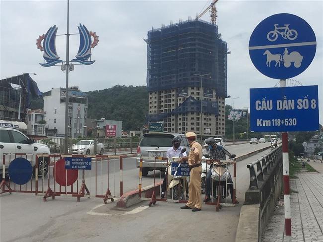 Bão số 10 quét qua, nhiều tỉnh thành ở Việt Nam thất thủ-12