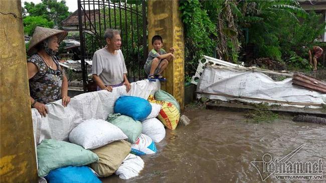 Bão số 10 quét qua, nhiều tỉnh thành ở Việt Nam thất thủ-6