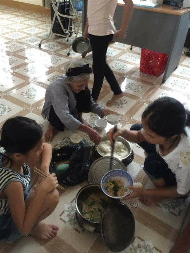 bua com dam bac ngay bao khien bao nguoi rung rung thuong ve mien trung - 5