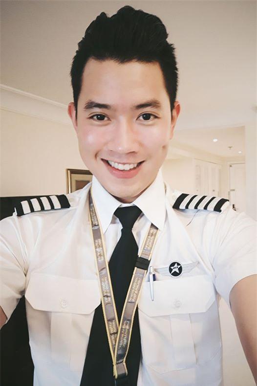 Cơ trưởng đẹp trai nhất Việt Nam khoe giọng hát cực ngọt khiến hội chị em đứng hình-1