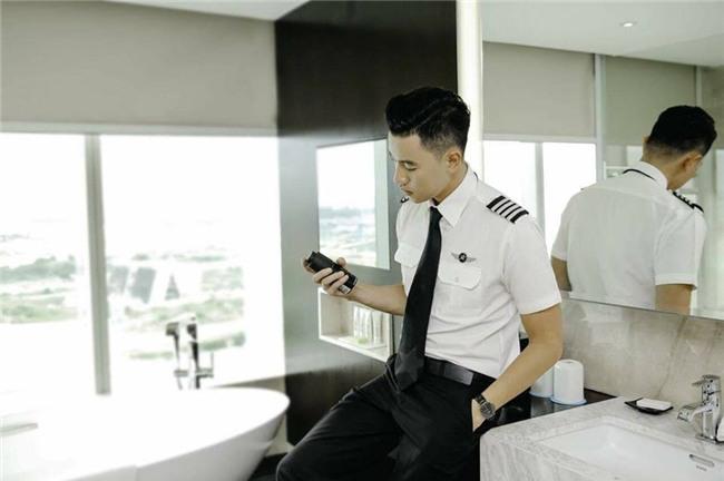 Cơ trưởng đẹp trai nhất Việt Nam khoe giọng hát cực ngọt khiến hội chị em đứng hình-3