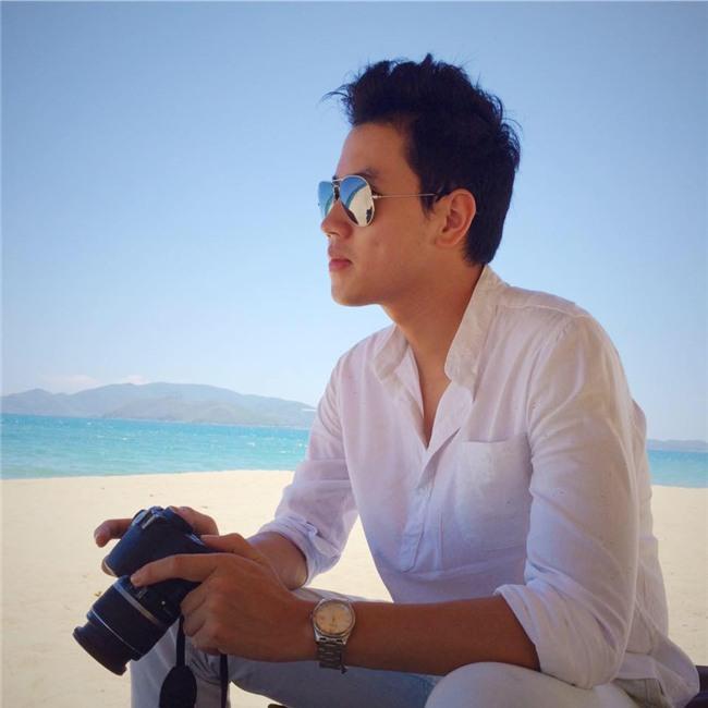 Cơ trưởng đẹp trai nhất Việt Nam khoe giọng hát cực ngọt khiến hội chị em đứng hình-7