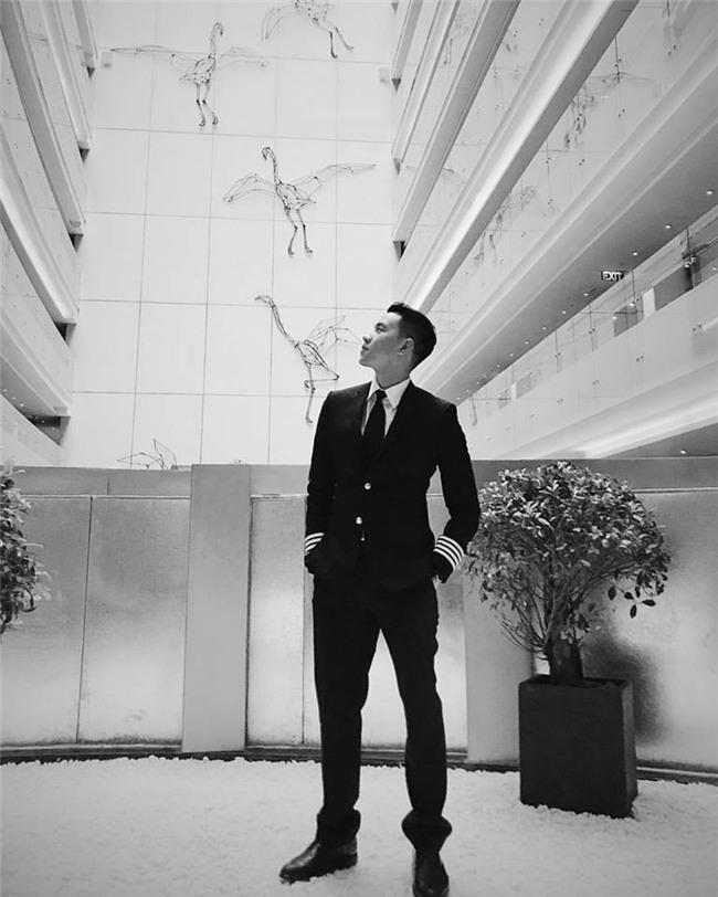 Cơ trưởng đẹp trai nhất Việt Nam khoe giọng hát cực ngọt khiến hội chị em đứng hình-8