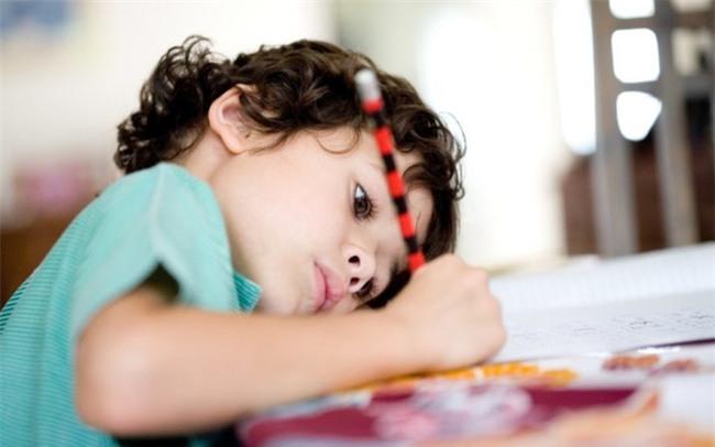 Thông minh đến mấy mà bố mẹ không dạy con phẩm chất quan trọng này, trẻ khó mà thành công - Ảnh 3.