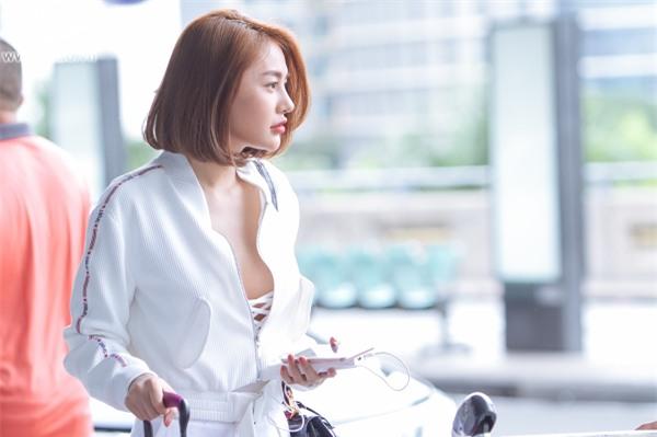 Độc Quyền: Ái tình khắc khoải, Linh Chi chọn cách ra nước ngoài đón sinh nhật trong đơn côi-2