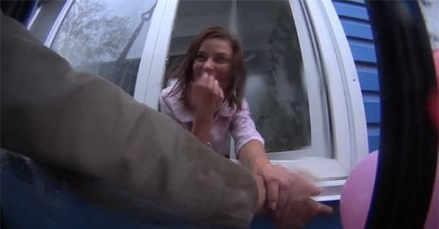 Đã mua tặng xe tải, chàng trai này còn thuê hẳn cần cẩu để trao gửi tận nhà cho bạn gái - Ảnh 3.