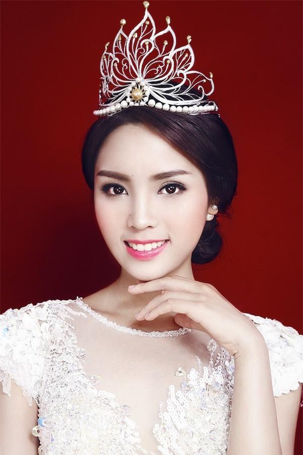 Những chiếc vương miện đắt xắt ra miếng của dàn hoa hậu Việt Nam-5