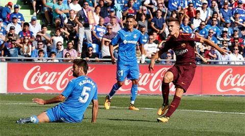 Denis gỡ hòa cho Barca