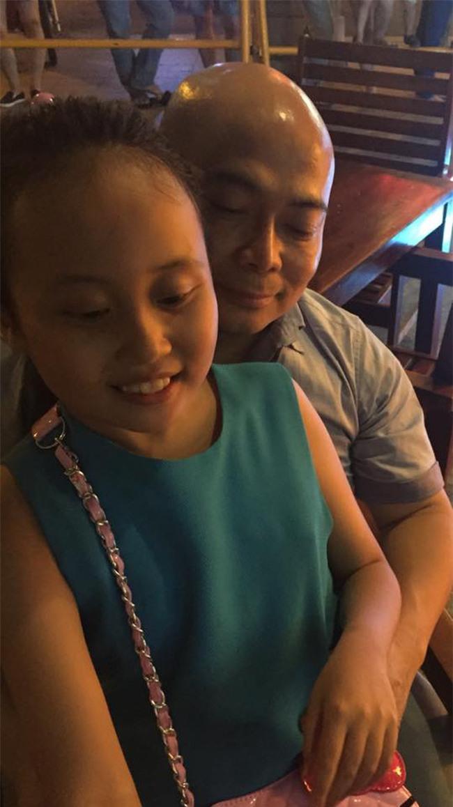 Phương Thanh bất ngờ chia sẻ ảnh bố của bé Gà sau 11 năm giấu kín, tiết lộ người này đã mất tròn 1 năm - Ảnh 2.