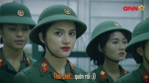 Đi bộ đội, Mai Ngô mặc kệ đồng đội tập trung ăn sáng để nhất quyết kẻ cho xong chân mày-2