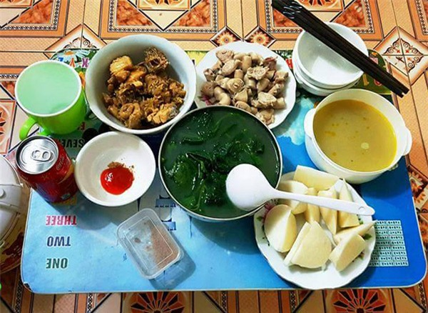"""ve thoi com chung, co sinh vien khoe mam com """"chong tuong lai"""" nau, chi em khen nuc no - 1"""