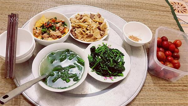"""ve thoi com chung, co sinh vien khoe mam com """"chong tuong lai"""" nau, chi em khen nuc no - 5"""