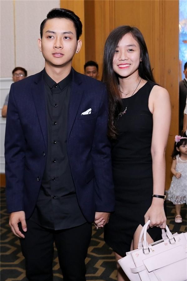 Hoài Lâm và bạn gái thường xuyên tay trong tay xuất hiện tại các sự kiện trong làng giải trí. - Tin sao Viet - Tin tuc sao Viet - Scandal sao Viet - Tin tuc cua Sao - Tin cua Sao